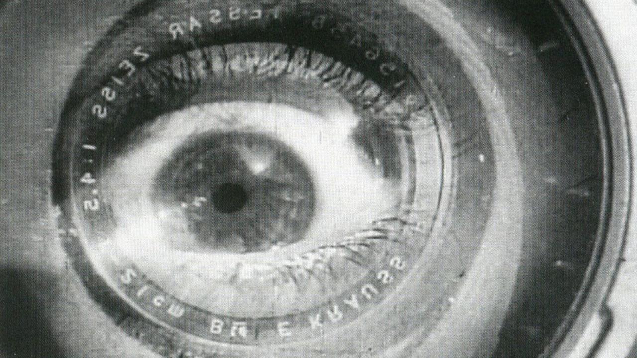 Fot. kadr z filmu Człowiek z kamerą filmową