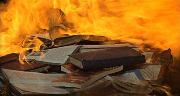 Palenie książek w Fahrenheit 451