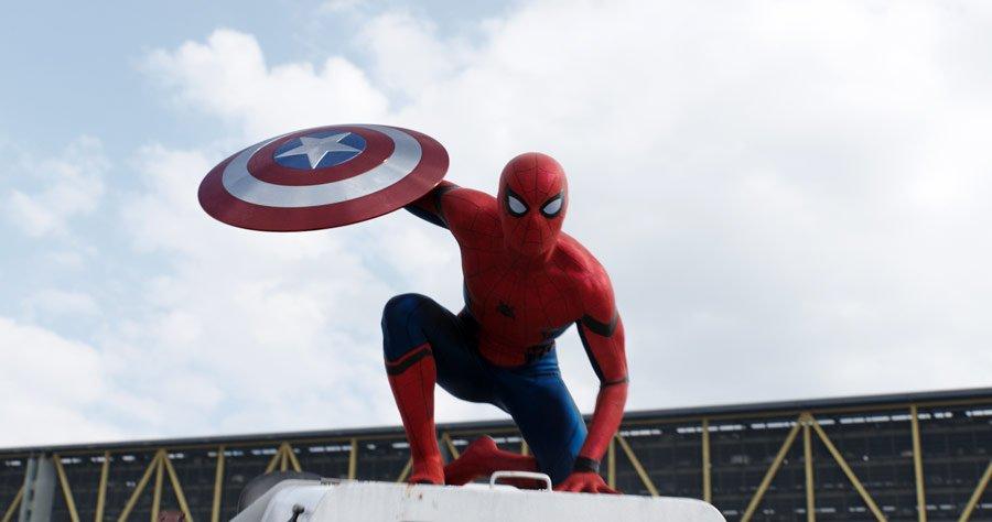 spider man z tarczą kapitana ameryki
