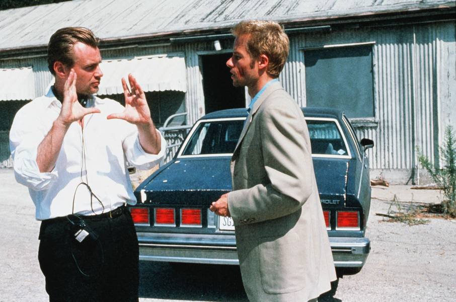 Christopher Nolan, Guy Pearce Memento - 2000 Director: Christopher Nolan Summit Entertainment USA On/Off Set