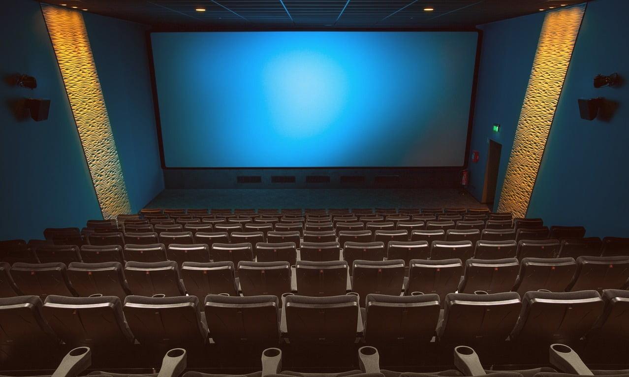 kino sala kinowa ekran siedzenia