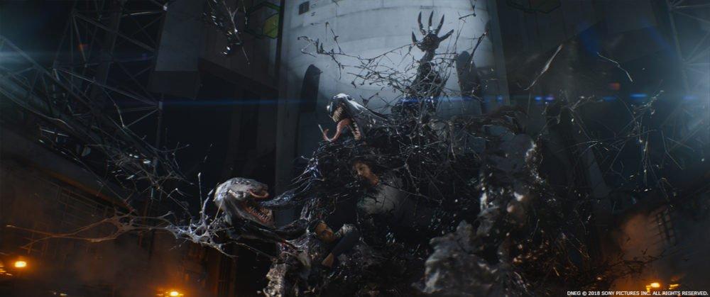 kadr z filmu Venom