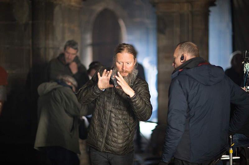 David Mackenzie na planie filmu Król wyjęty spod prawa / fot. materiały prasowe Netflix