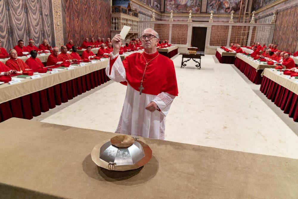 Jonathan Pryce w filmie Dwóch papieży / fot. materiały prasowe / Netflix