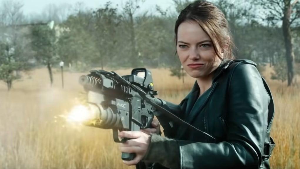 emma stone z bronią