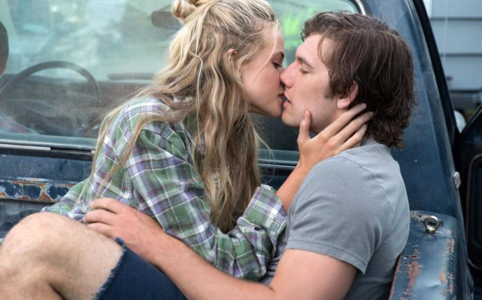 alex pettyfer i gabriella wilde pocałunek w aucie