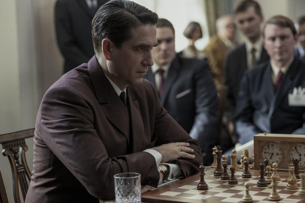 Gambit Królowej - recenzja 1. Sezonu