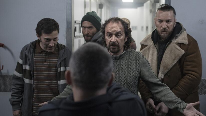 Poniżej zera - hiszpański kryminał o trudzie pracy konwojenta więziennego