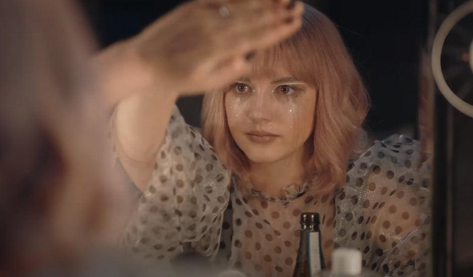 martyna byczkowska w teledysku milcz promującym film na chwilę na zawsze